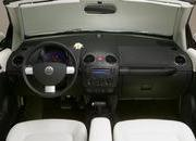 2007-volkswagen triple white new beetle
