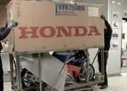 79.honda rc30 unboxing