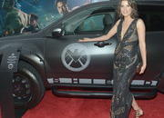 video robert downey jr. attends avengers premiere in an acura nsx roadster-449505