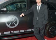 video robert downey jr. attends avengers premiere in an acura nsx roadster-449508