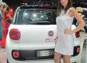 car girls of the 2012 paris auto show-475494