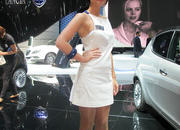 car girls of the 2012 paris auto show-475509